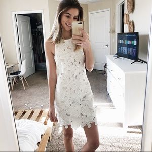 To I white floral dress
